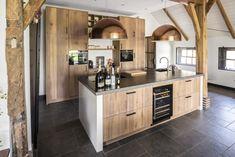 New Kitchen, Kitchen Dining, Kitchen Decor, Loft Style Homes, Cocinas Kitchen, Cabin Kitchens, Trendy Home, Küchen Design, Modern Kitchen Design