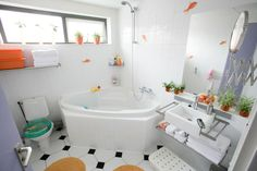 kids-bathroom-design-ideas-with-white-surround-tub-shower-combo-combined-with-floating-vanity-sink-over-towel-storage-shelf-as-well-as-steam-bath-room-also-step-in-tub-shower-combo.jpg (1600×1067)