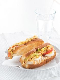 Ricardo Chicken Guédille rnrnSource by mariettevictori Rolled Chicken Recipes, Recipe Chicken, A Food, Food And Drink, Ricardo Recipe, Portable Food, Wrap Sandwiches, Rolls Recipe, Hot Dog Buns