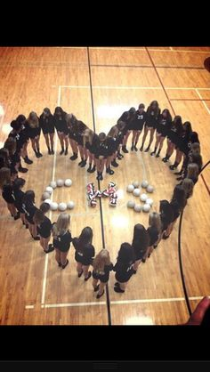 Volleyball team picture Volleyball Pictures, Cool Basketball Pictures, Volleyball Ideas, Sports Pictures, Volleyball Gifts, Cheer Pictures, Volleyball Drills, Coaching Volleyball, Volleyball Players