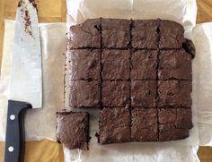 בראוניז כוסמין Chocolat Cake, Brownie Bar, Baking Tips, Mini Cakes, Cake Cookies, Brownies, Cake Recipes, Healthy Recipes, Healthy Food