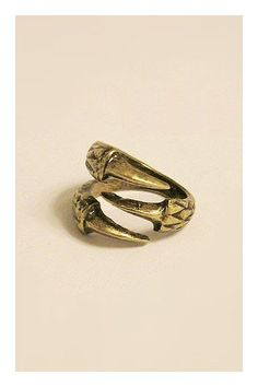 So nice for this eagle-talon design of this ring, and very cool to wear with a winter black leather clothing. The ring has very clear lines.$15 http://www.oasap.com/rings/1206-retro-two-color-eagleclaw-ring.html