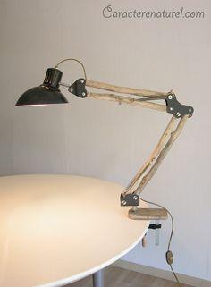 Lampe articulée en bois flotté par Benoit Galloudec -  http://www.caracterenaturel.com