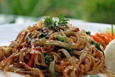 Nouilles chinoises sautées au poulet aux légumes