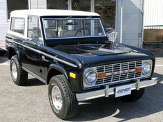 Ford Bronco. Sweet one.
