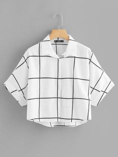 Casual Plaid Shirt Regular Fit Collar Half Sleeve Roll Up Sleeve Black and White Regular Length Rolled Sleeve Dip Hem Grid Shirt Crop Top Outfits, Cute Casual Outfits, Stylish Outfits, Girls Fashion Clothes, Teen Fashion Outfits, Nerd Outfits, Kleidung Design, Jugend Mode Outfits, Summer Work Outfits