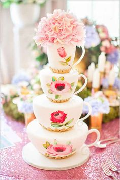 This teacup cake that is literally perfect for Alice and her friends. 16 Disney Wedding Cakes That'll Make You The Happiest Person On Earth Unique Wedding Cakes, Beautiful Wedding Cakes, Gorgeous Cakes, Pretty Cakes, Amazing Cakes, Disney Wedding Cakes, Whimsical Wedding, Formation Patisserie, Cake Cookies
