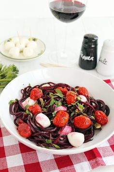 This Winter Caprese with Beet Noodles is a healthy low carb dinner option thanks to the spiralized vegetable noodles!