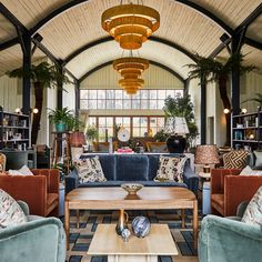 Soho Farmhouse is a members' club set in 100 acres of Oxfordshire countryside, with bedrooms, a pool, spa and gym. Soho Farmhouse Interiors, Soho House Farmhouse, Farmhouse Restaurant, Restaurant Bar, Soho Hotel, Commercial Interior Design, Home Interior Design, Soho Style, Virginia Homes
