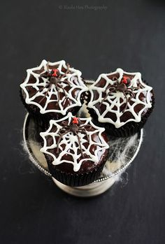 http://cupcakestakethecake.blogspot.com/2011/10/realistic-and-creepy-black-widow-spider.html