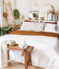 Room Design Bedroom, Room Ideas Bedroom, Home Decor Bedroom, Bench In Bedroom, Wooden Furniture Bedroom, Bedroom Vintage, Vintage Apartment Decor, Vintage Bedroom Styles, Boho Room