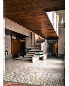 via @decorum_interior_design: Olivetti showroom 1957-1958 by the great architect Carlo Scarpa. Timeless #architecture#details #classic#italy #architect#design#details#dezeen #designporn#decor#decorao#maestro