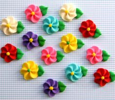Classic Icing Flowers to Decorate Cupcakes or Cakes - Rainbow Mix