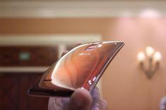 Sekiz çekirdek 64-bit Qualcomm Snapdragon 810 işlemci ile piyasaya sürülecek olanLG G Flex 2 akıllı telefon modeliCES 2015 fuarında resmen tanıtıldı.TanıtılanLG G Flex 2'ninresmi özellikleri ise aşağıdaki maddeler halinde sıralanıyor: İşletim sistemi: Android 5.0.1 Lollipop Ekran: 5.5 ...