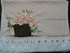 LOY HANDCRAFTS, TOWELS EMBROYDERED WITH SATIN RIBBON ROSES: TOALHA PARA LAVABO