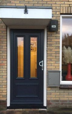 plastic front door installed in Sneek Best Front Doors, The Doors, Types Of Doors, Industrial House, Curb Appeal, Future House, Facade, Garage Doors, Sweet Home