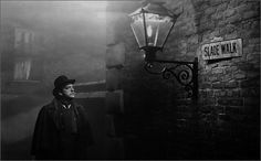 The Lodger is a 1944 horror film about Jack the Ripper, based on the novel of the same name by Marie Belloc Lowndes. It stars Merle Oberon, George Sanders an. Cult Movies, Horror Movies, Movies To Watch, Suspense Movies, Alfred Hitchcock, Merle Oberon, Espanto, Movie Archive, The Munsters