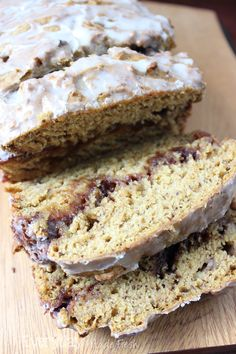 This banana bread is ready for fall with pumpkin front and center, swirled with a cinnamon mixture that your going to love.  |  Everyday Made Fresh via OHMY-CREATIVE.COM