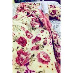 E a hora de dormir chegou... E só quero agradecer a Deus por esse friozinho maravilhoso... Obrigada senhor por mais um dia! Por mais uma chance por mais uma página no livro chamado: Vida!  #BoaMadru #AchoQueANoiteFoiFeitaPraPensar #Youtuber #Blogueira #Dormir #Frio #ObrigadoDeus #Inverno #Amo by anacarolinaelvas http://ift.tt/1NIqimD