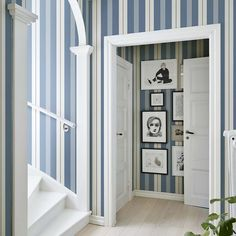 Our guide on how to use striped wallpaper in your interior design includes both traditional and contemporary looks. Whether you want a nautical themed room or a subtle stripe, here's how to do it. Interior Decorating Styles, Hallway Decorating, Interior Design Boards, Modern Interior Design, Striped Wallpaper Design, Boutique Deco, European Home Decor, Blue Wallpapers, Room Wallpaper