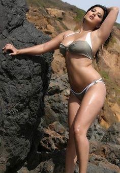 Hey People! Look at my bikini look - Sunny Leone