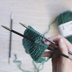 Tutorial: How to knit the Hot Mess Headband : Tutorial: How to knit the Hot Mess Headband — Ewe Ewe Yarns Knitting Stitches, Knitting Patterns Free, Free Knitting, Baby Knitting, Hat Patterns, Knitted Headband Free Pattern, Crochet Headbands, Baby Headbands, Crochet Boot Cuffs