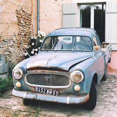 Peugeot 403 pick-up enjoying her retirement in a sleepy French village 🌸🚙🏡😴 #french #village #vintagecar #classiccars #peugeot