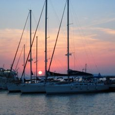 Auringonlasku Naxos Kreikka http://meriharakka.net/2015/02/05/purjehdus-ateenasta-kosille/