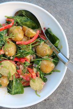 POTETSALAT MED SPINAT OG PAPRIKA Frisk, Sprouts, Potato Salad, Salads, Potatoes, Vegetables, Ethnic Recipes, Foods, Spinach Salads