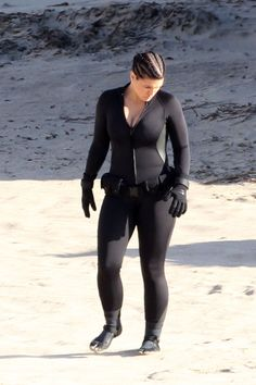 Gina Carano Photos - Ewan McGregor suffers a beating from his co-star Gina Carano while on the beach for the upcoming film 'Haywire'. The 39 year old Scottish actor sported a shorter hairstyle for his role in the film. - Ewan McGregor on the Beach Cara Dune, Scottish Actors, Martial Arts Women, Jolie Lingerie, Ewan Mcgregor, Gi Joe, Amazing Women, Sexy Women, Gym Motivation