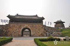 Hwaseong Fortress [UNESCO World Heritage] (수원 화성 [유네스코 세계문화유산])-SUwon-si