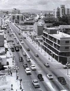 Avenida Urdaneta, a la derecha construccion de la plaza.