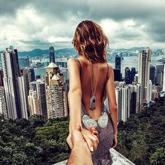 the Victoria Peak in Hong Kong. (the pic of the photo series by Russian Photographer, Murad Osmann) Murad Osmann, Picture Gifts, Victoria, New York, Foto Pose, Photo Series, Wall Art Pictures, Paint By Number, Acrylic Painting Canvas