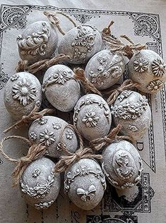 Pin by Caritha on Easter, påsk Christmas Balls, Christmas Crafts, Christmas Ornaments, Easter Egg Crafts, Easter Eggs, Easter Art, Art D'oeuf, Easter Tree Decorations, Carved Eggs