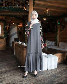 Pinned: MrsRawabdeh Modern Hijab Fashion, Abaya Fashion, Muslim Fashion, Modest Fashion, Fashion Dresses, Hijab Style Dress, Casual Hijab Outfit, Hijab Chic, Modele Hijab