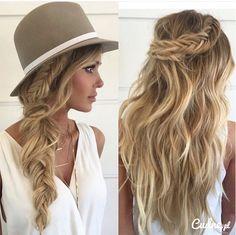 Letnie upięcia na falowane włosy