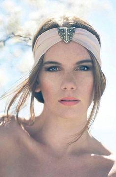 sombreros_turbantes_cadenas_coronas_tocados                                                                                                                                                                                 Más