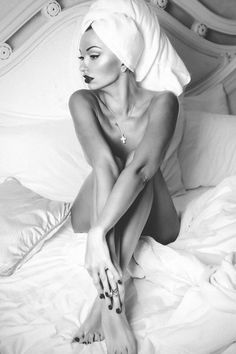 Just a few pictures that I find completely sensual and amazing. Black N White, Black And White Pictures, Boudoir Photography, Fashion Photography, Photography Ideas, Beautiful Images, Beautiful Women, Boudoir Photos, Sensual