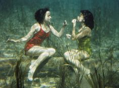 Life in Color: Green, Green Pictures -- National Geographic In Wakulla Springs, Florida, performing swimmers apply lipstick underwater. The photo was originally published in the January 1944 issue of National Geographic magazine. National Geographic, Vintage Photography, Art Photography, People Photography, David Alan Harvey, Poesia Visual, Green Pictures, Lipstick Art, Lipstick Colors