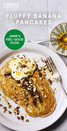 """Fluffy banana pancakes - Jamie Oliver says """"Forget messing around with the kitchen scales, my one-mug method is a brillian - Healthy Eating Recipes, Cooking Recipes, Vegetarian Recipes, Banana Recipes, Pancake Recipes, Yummy Veggie, Tesco Real Food, Feel Good Food, English Food"""