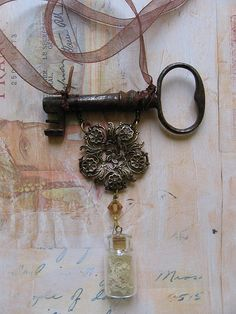 Steampunk Jewellery by Amanda Scrivener, via Flickr - this piece is simple yet totally gorgeous! :-)