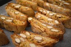 Cantucci ou Cantuccini é um biscoito típico da Toscana feito com amêndoas e super crocante. É delicioso e totalmente viciante, mas por sorte também super fácil de preparar! Dá uma olhada aqui para ver como se faz.