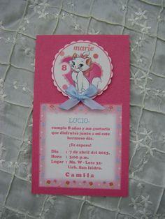 Tarjeta de invitación de cumpleaños, con el detalle de Gatita Marie... Gata Marie, Marie Aristocats, Princesas Disney, Hello Kitty, Birthday Parties, Birthdays, Baby Shower, Invitations, Party