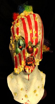 "Popcorn Clown Mask - Ok this is just creepy to me (which means I love it! I am sure I could find a way to use this in the ""carnevil"" haunt! Funny Halloween Masks, Halloween Circus, Halloween Themes, Halloween Diy, Halloween Decorations, Yard Decorations, Scary Carnival, Haunted Carnival, Scary Mask"