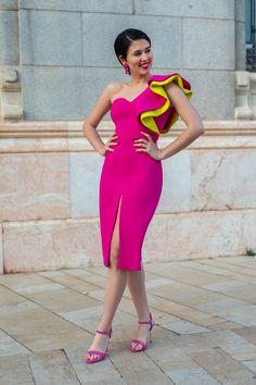 Aroa Fucsia Unique Dresses, Elegant Dresses, Sexy Dresses, Evening Dresses, Night Outfits, Chic Outfits, Fashion Outfits, Haute Couture Dresses, Couture Fashion