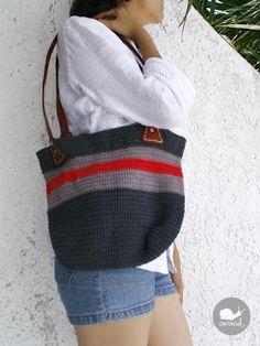 The One Stripe Bag - Paso a Paso en español: http://arrribaeneldesvan.blogspot.com.es/2012/06/patron-bolso-ganchillo-crochet.html <3 <3