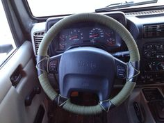 24m of paracord as a steering wheel cover #jeep