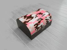 Pink camouflage treasure chest, gift for girls or teens  http://sunnyleaf.wix.com/sunnyleaf