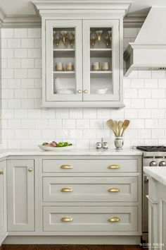 25 Antique White Kitchen Cabinets For Awesome Interior Home Ideas Impressive Where To Place Knobs On Kitchen Cabinets Design Inspiration