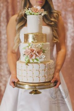 Metallic wedding cake | itakeyou.co.uk